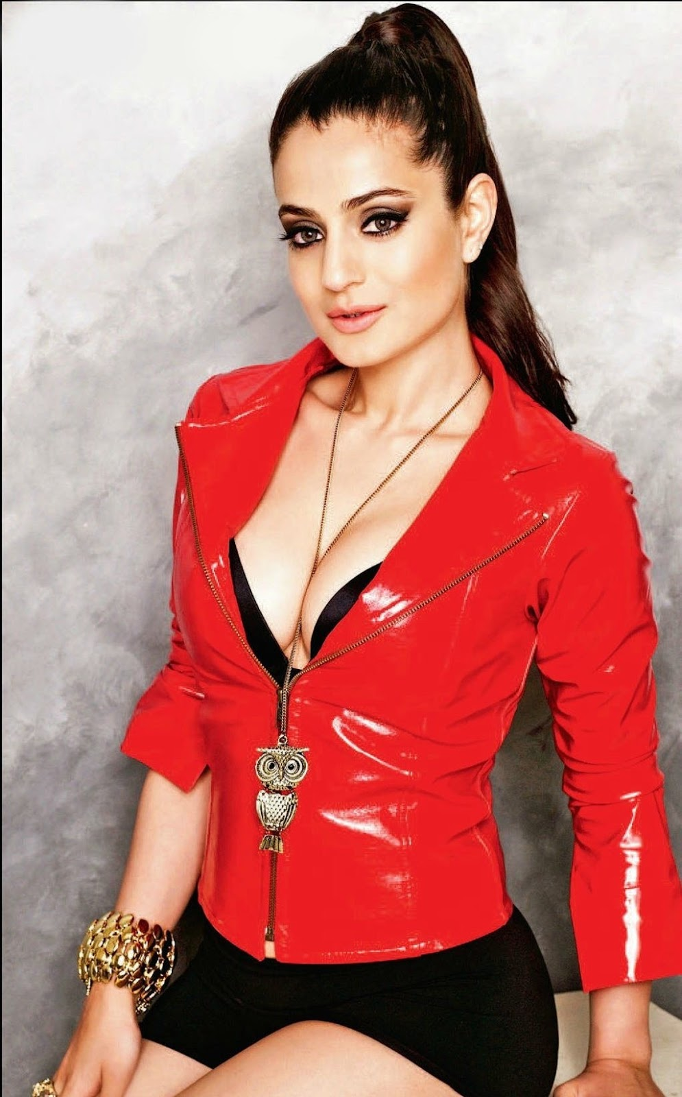 Amisha Patel Latest Photoshoot - TeluguCinema365