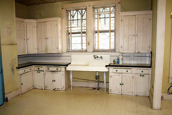 Serialenthusiast a real life kitchen for Kitchen ideas for 1920s house