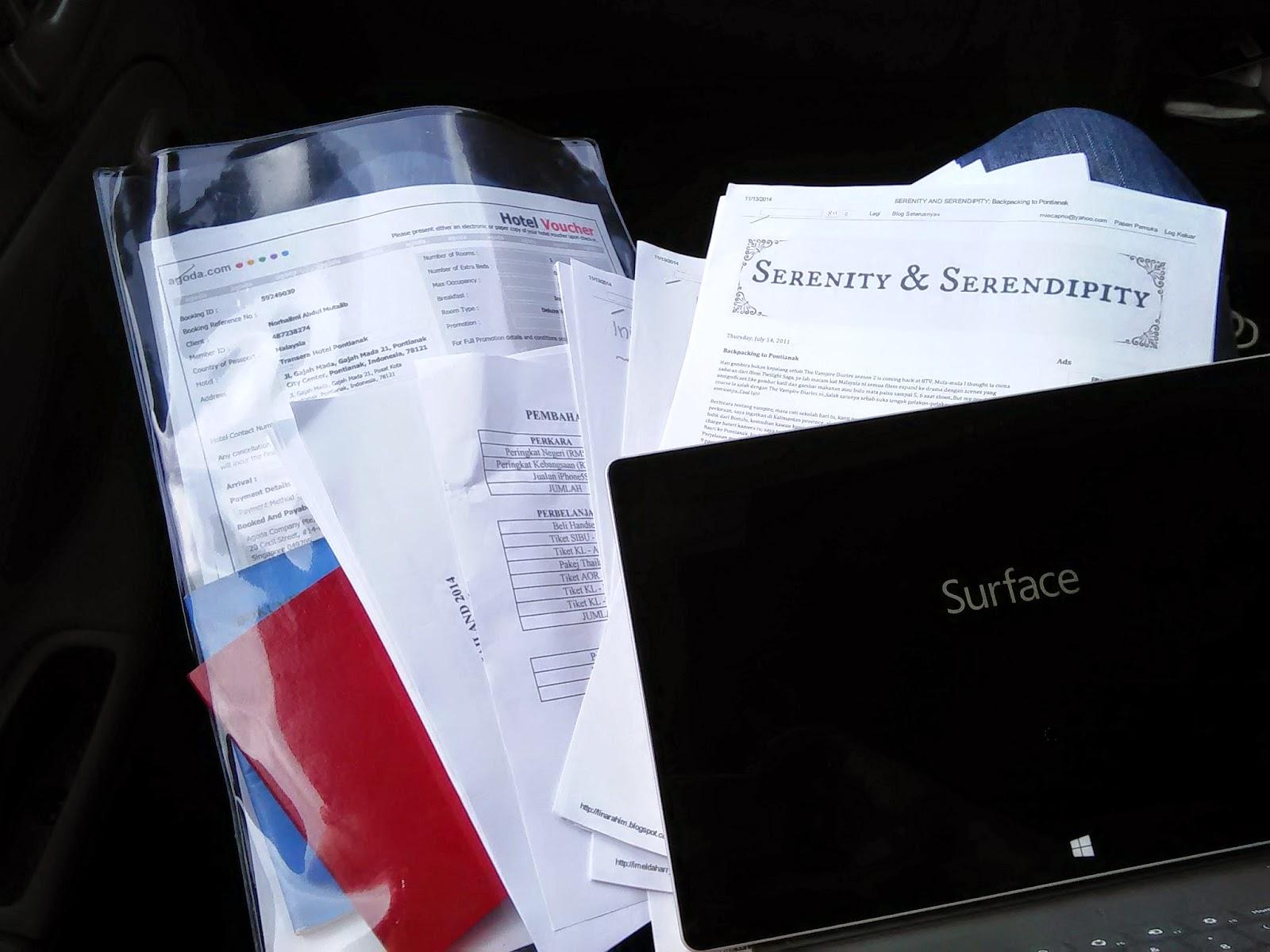 Dokumen penting, catatan blog dan Surface untuk catatan perjalanan