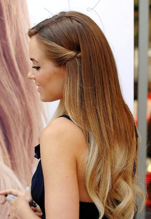 Bonitos estilos de cabello con iluminaciones y mechas