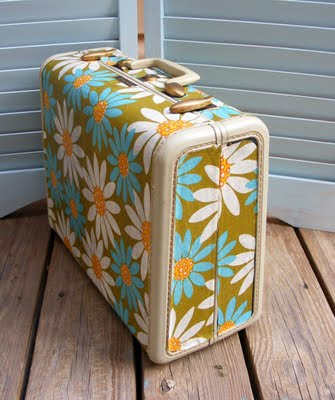 Craft Ideas Vintage Luggage on Craft Tutorials Galore At Crafter Holic   Vintage Suitcase Revamp