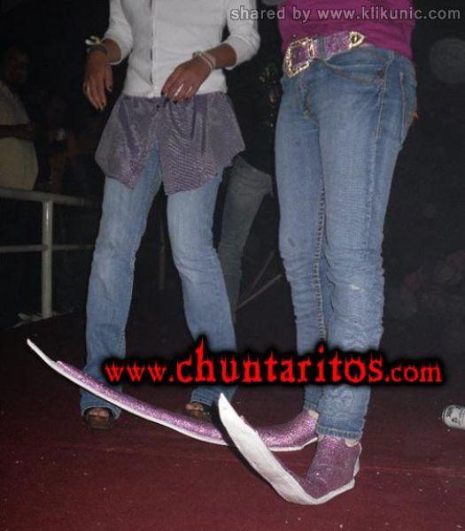 http://3.bp.blogspot.com/-GoyQt8D2fgQ/TXXRhTZmFFI/AAAAAAAAQZI/0x5mpN_3xsQ/s1600/these_boots_16.jpg