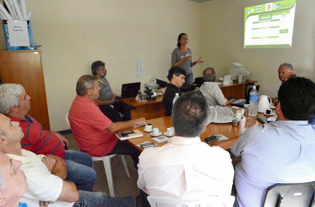 Grupo de trabalho da Prefeitura, criado para implantar as propostas da Agenda 21, se reúne com técnicos da Emater, Cedae e Feso para avaliar propostas para o campo