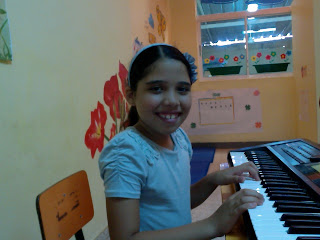 Tomando clases de piano