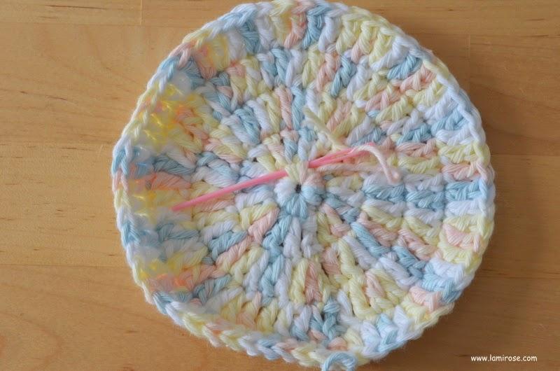 lamirose petite trousse ronde aux couleurs pastel tuto crochet. Black Bedroom Furniture Sets. Home Design Ideas