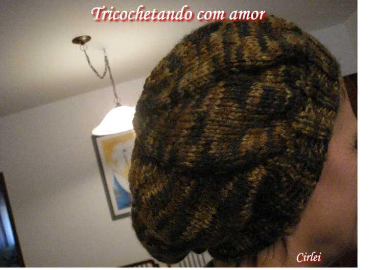 0404f7425701c Tricochetando com amor  Boina Natália em tricô