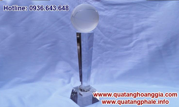 Chiếc cúp thể thao bằng pha lê dành riêng cho cuộc thi bóng rổ được gia công in khắc sẽ là chiếc cúp thể thao