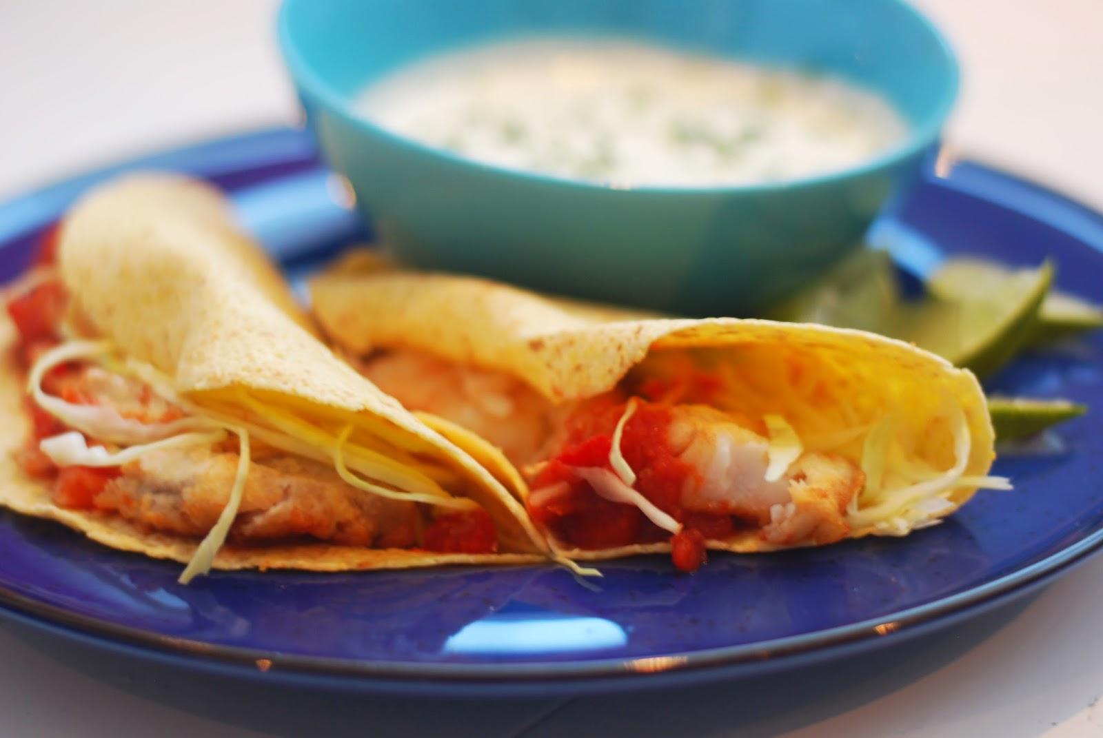 http://www.lilliansmatblogg.no/2014/03/frityrstekt-fisketaco-med-salsa.html