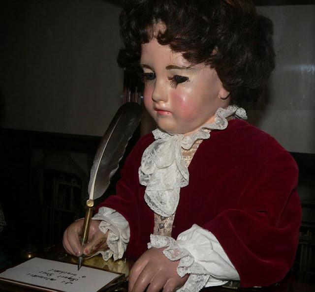 niño mecanico escritor computadora Pierre Jaquet-Droz