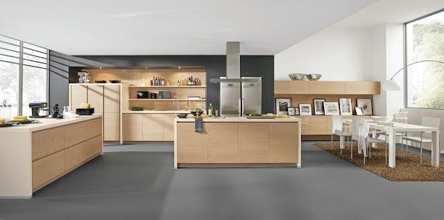 Cuisine design en bois - façades sans poignées et cuisine avec îlot