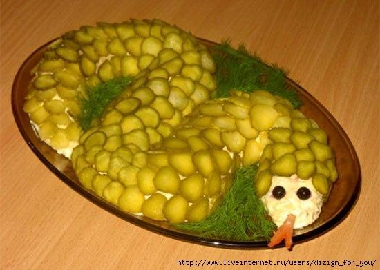 слоеный салат с соленым огурцом