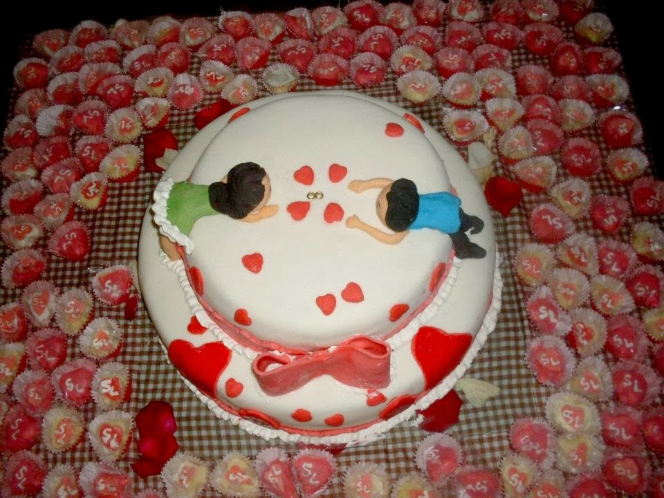 decoracao festa noivado:bolo de noivado é um item opcional para a realizar da festa.