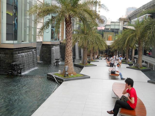 Аллея рядом с торговым центром Бангкока
