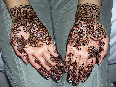 Bridal Mehandi style by north Indian girls.