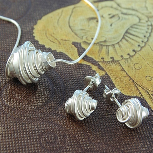 Handmade Silver Jewelry, if you want a light, skin friendly, and manages your show, in sunny days, now imagine about all silver jewelry which hand made, traditionally silver jewelry is made with silver sterling and copper.