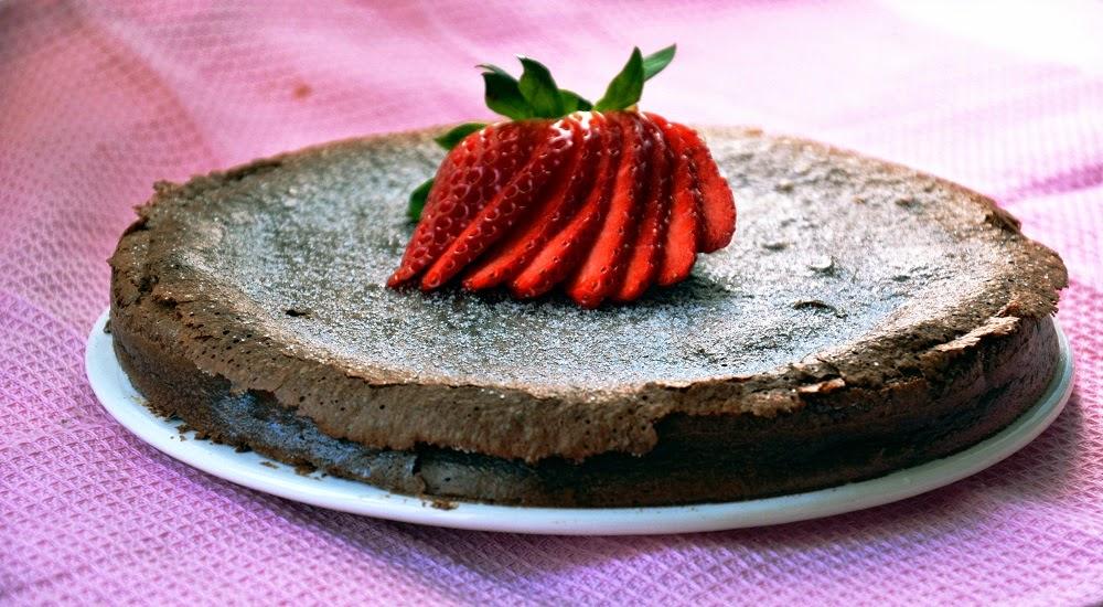 Pastel de chocolate nutella f cil y r pido las maria for Como decorar una torta facil y rapido