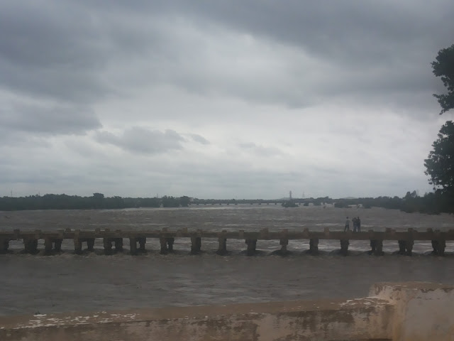 Crossing the Shivanasamudra Dam