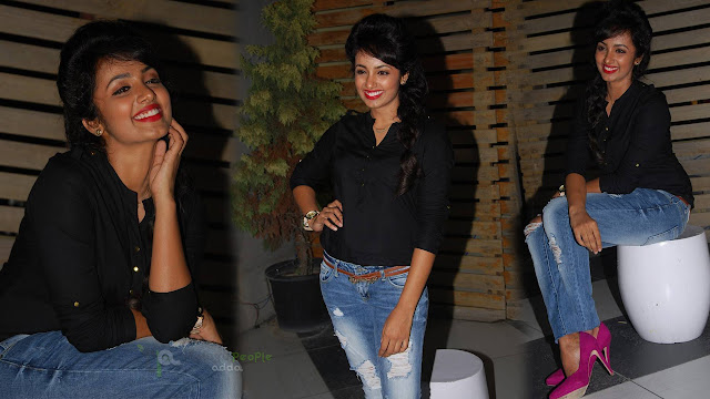 Tejaswi Madivada Latest HD Stills At Felicitation To Infinity Ride 2015 Bicycle Riders At Hyderabad