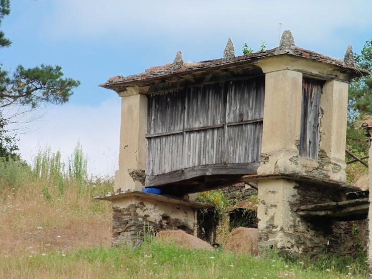 Hórreo van San Xusto op de Camino de la Costa