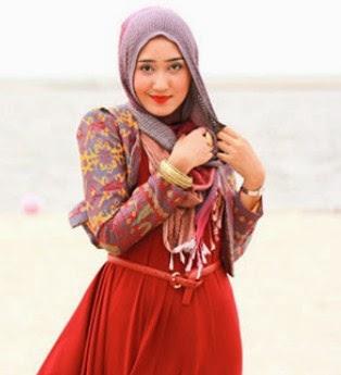 Model Jilbab Terbaru 2014 ala Dian Pelangi 4