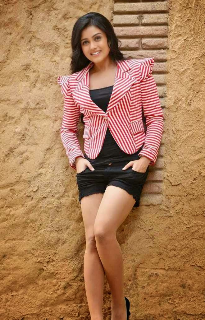 Mishti Chakraborty latest Hot Navel and Thigh Wallpapers