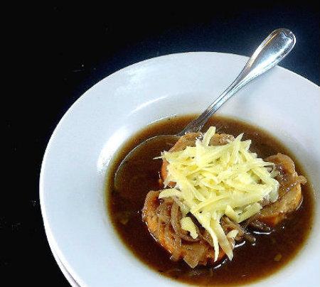 one perfect bite julia 39 s everyday soupe l oignon onion. Black Bedroom Furniture Sets. Home Design Ideas