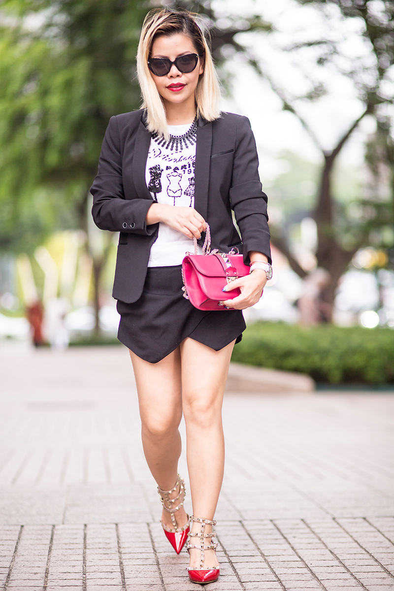 Crystal Phuong- Singapore Fashion Blogger- Black blazer, skorts, and red Valentino