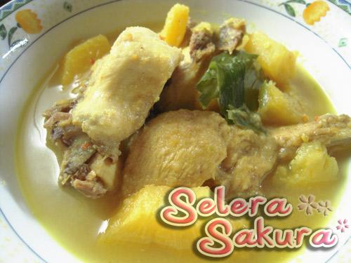 Ayam Masak Lemak... Dengan Nenas Sarawak Pulak...