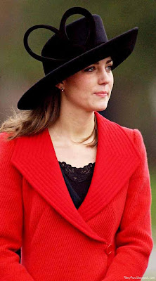 kate_middleton_in_red_and_black_ensemble_FilmyFun.blogspot.com