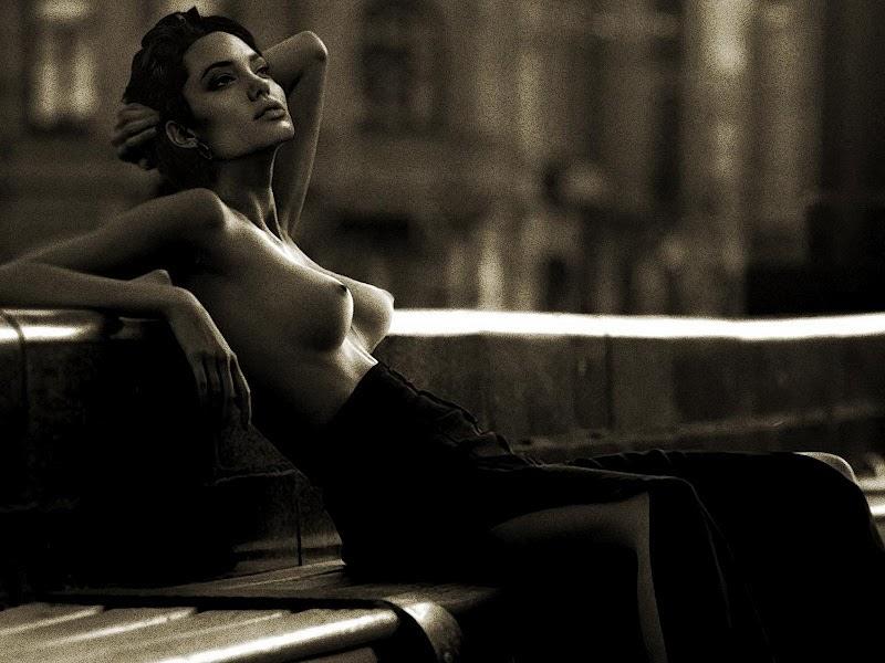Angelina jolie young nude