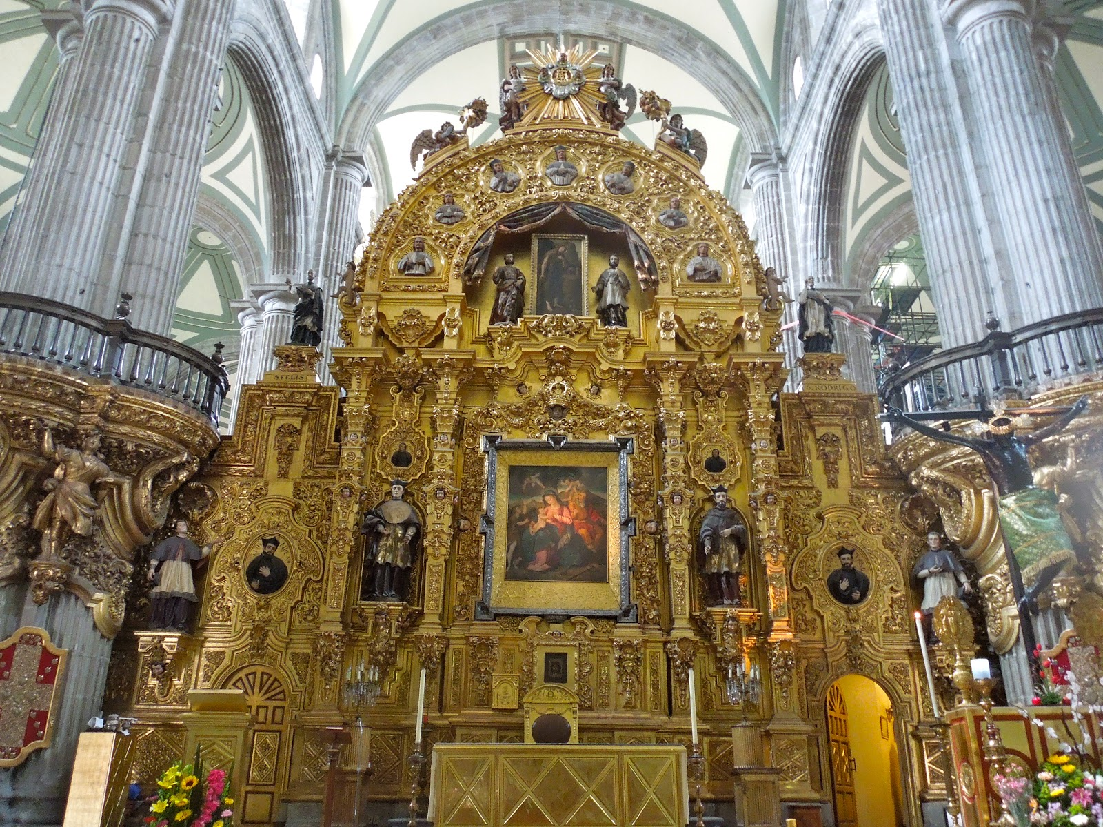 Colonialmexicoinsideandout mestizo baroque the mexican for Baroque style church