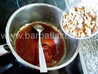 Prajitura cu foi, crema si nuci caramelizate Preparare reteta krantz - adaugam nuca in zaharul ars