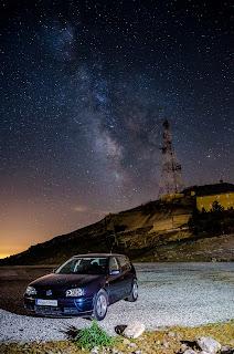 Cima de la Pandera y su antena con la Vía Láctea de fondo en la Reserva Starlight de Valdepeñas de Jaén. Sierra Sur de Jaén.