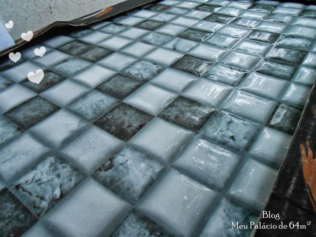 : Lavanderia com azulejos que imitam pastilhas de vidro (como ficou #70462B 1061x796 Banheiro Com Azulejo Que Imita Pastilha