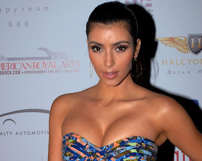 kim_kardashian_hot_wallpaper_in_bikini_08_fun_hungama_forsweetangels.blogspot.com