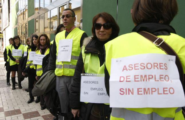 M laga la roja los t cnicos de empleo en la calle for Oficina de desempleo malaga