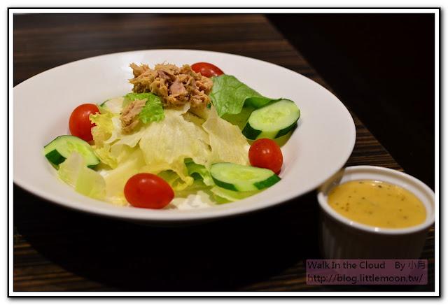 鮪魚沙拉 (凱薩醬料)