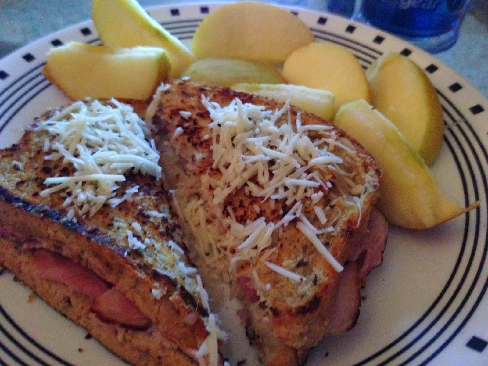 healthy girly life: French Inspired Grilled Ham and Cheese with Apple Slices