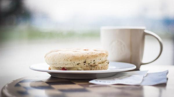 Frühstück im Starbucks Kiel