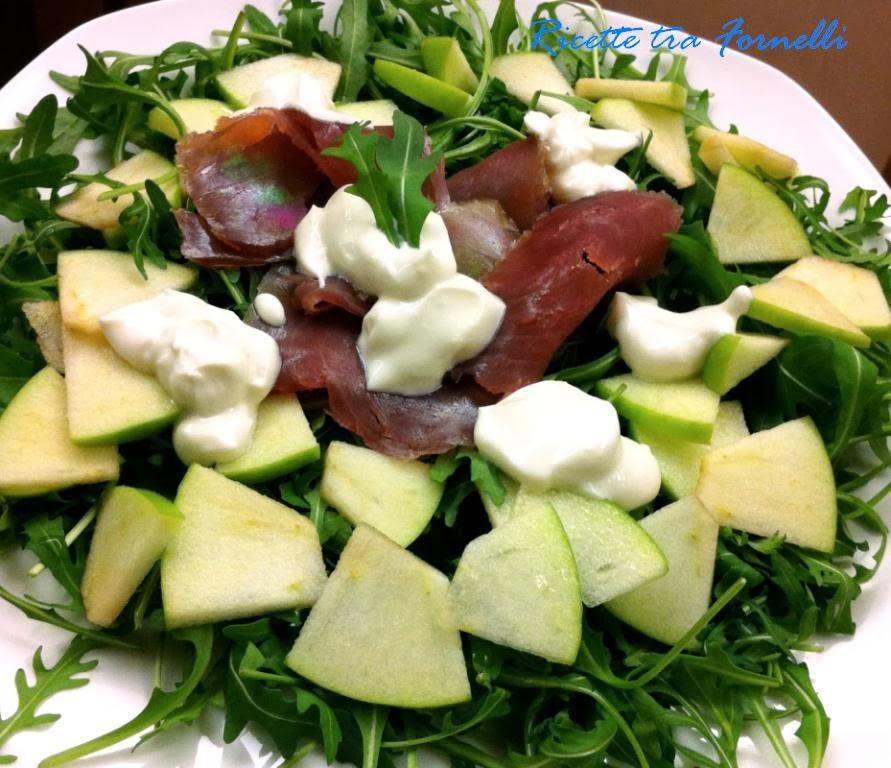 carpaccio di tonno con rucola, mele verdi e salsa agra