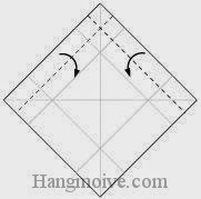 Bước 4: Gấp hai cạnh giấy vào trong