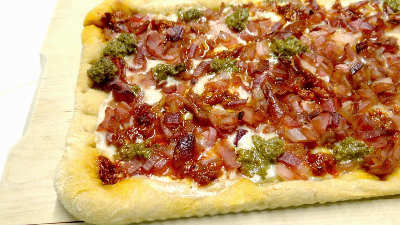 pizza, gourmet, Natale, festa, amici, famiglia, buffet, cipolla di Tropea, mascarpone, pesto di capperi