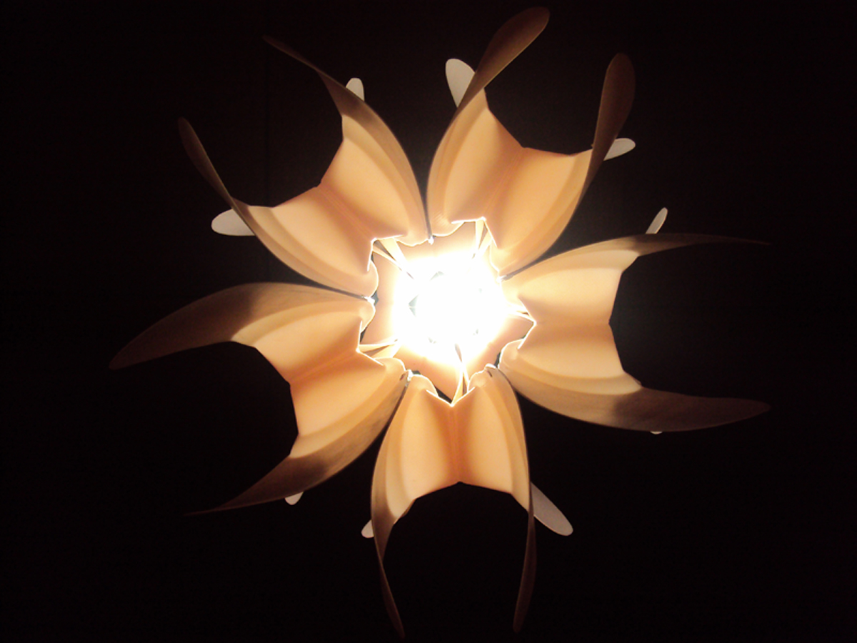 Светильник из пластика своими руками