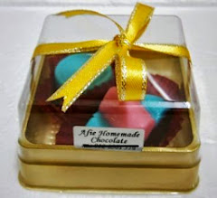 CHOC 2PCS WITH RIBBON IN GOLD CASE @RM 2.30 (MOQ 100PCK)