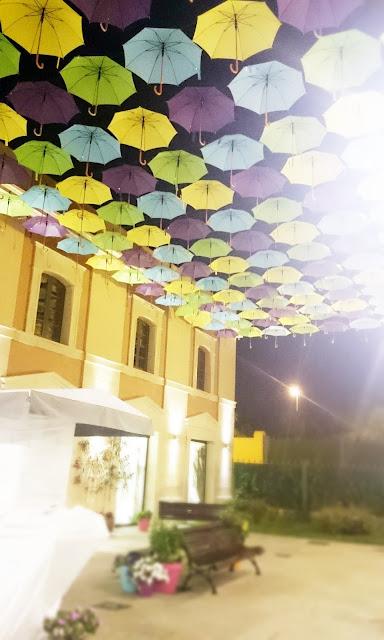 parasolki pod niebem, parasole zawieszone pod gołym niebem, design, artist blog, design in spain