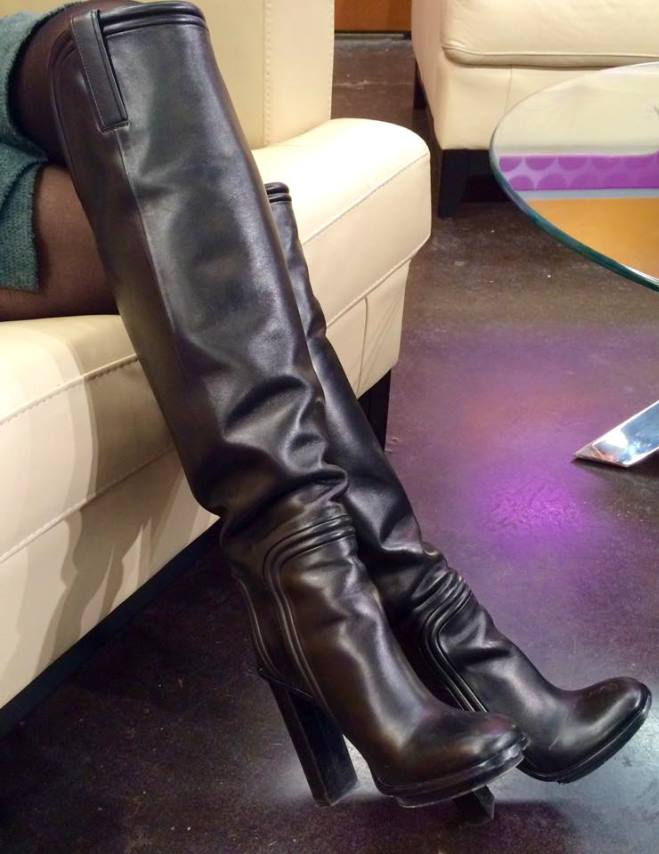 BOOT SELFIES!! THE NEWSLADIES LIKE TO TAKE PICTURES OF THEIR STYLISH FOOTWEAR!!