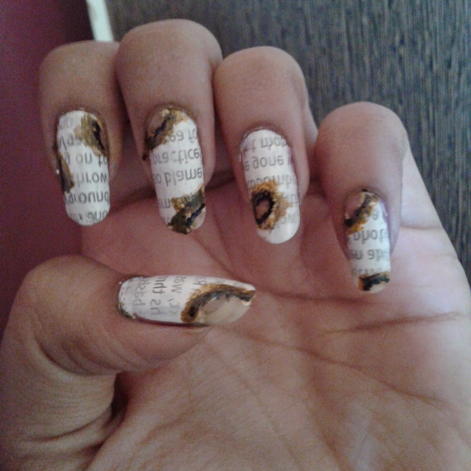 NeW TrEnD-NaiL ArT..: Burnt Newspaper Nail Art