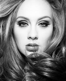 Adele fotografía imagen retrato en blanco y negro Rolling in the Deep de Adele Partitura para Piano fácil y pianistas principiantes