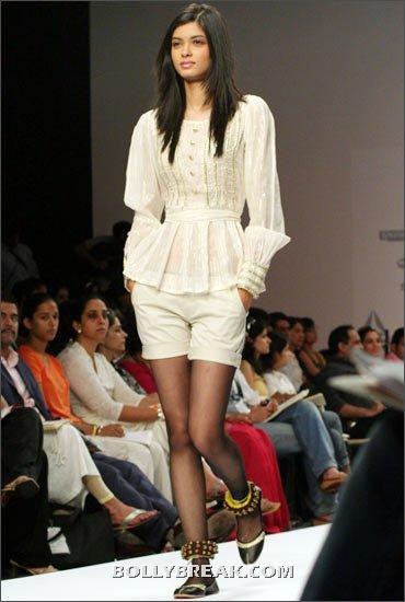 Diana Penty in white dress ramp walk at fashion show - (31) - Diana Penty Hot Pics - Model Ramp Walk Fashion Show