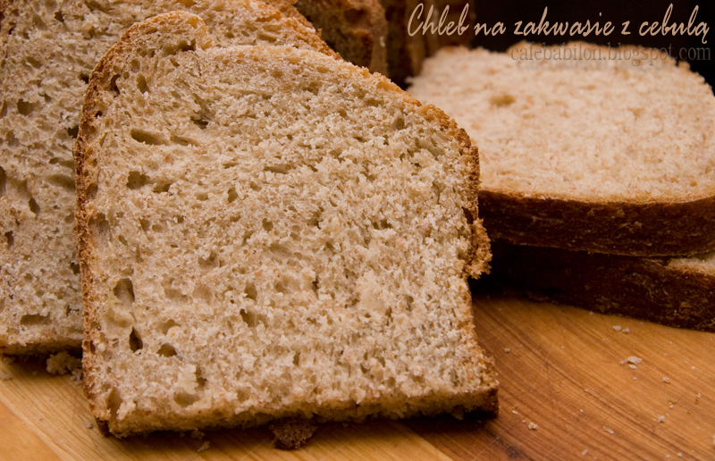 Chleb na zakwasie z cebulą